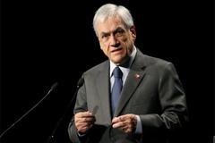 Tổng thống Chile bị phạt nặng, Mỹ phê duyệt thêm vắc-xin ngừa Covid-19
