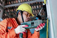 EVNHANOI sửa chữa điện cho 800 hộ nghèo huyện Thanh Oai