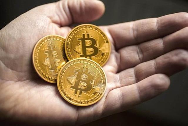 Bitcoin tăng giá điên cuồng: Sau 'đỉnh cao' có còn là 'vực sâu'?