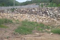Cưỡng chế dỡ 2 bức tường khổng lồ trái phép ở Nha Trang