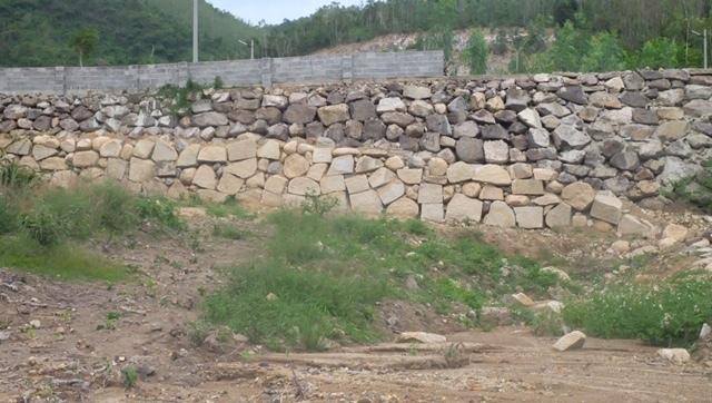 Cưỡng chế dỡ 2 bức tường khổng lồ trái phép ở Nha Trang thumbnail