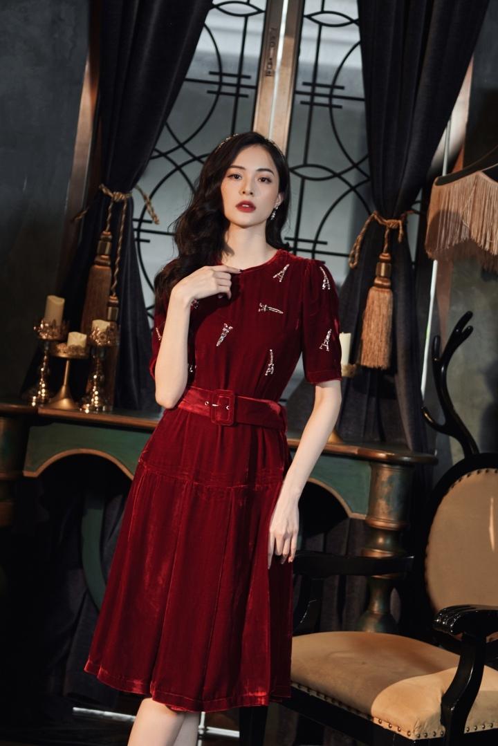 Hạ Vi đẹp cổ điển, quyến rũ với váy dự tiệc