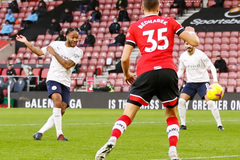 Man City thắng nhọc Southampton nhờ công Sterling