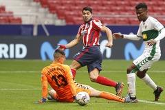 """Suarez chói sáng, Atletico cho Real và Barca """"hít bụi"""""""