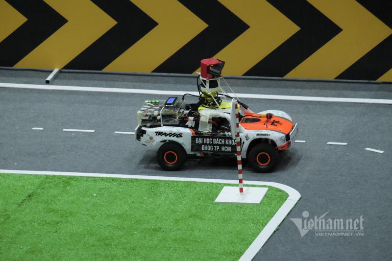 Phút giây 'cân não' tại giải đua xe tự hành lớn nhất Việt Nam