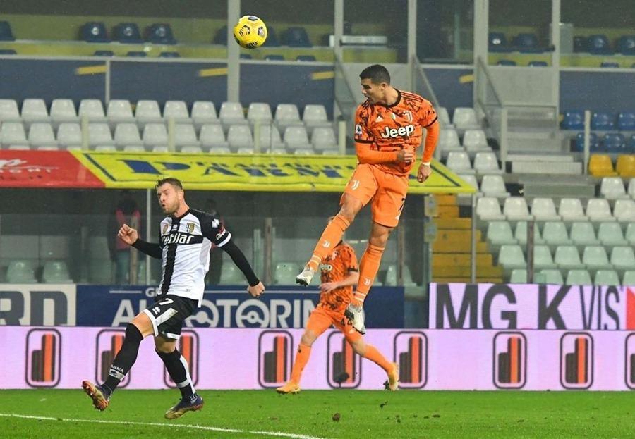 Ronaldo lập cú đúp, Juventus thắng trận '4 sao'
