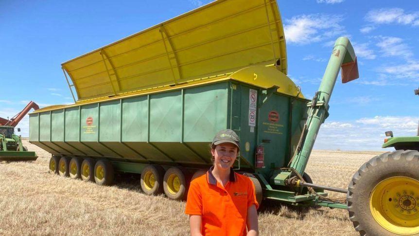 Nữ sinh lái máy kéo đứng đầu kỳ thi tốt nghiệp THPT Úc