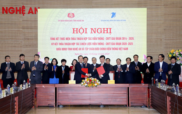 Nghe An 'shook hands' with VNPT to build e-government