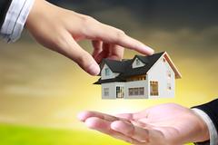 Dốc vốn mua chung nhà đất không đứng tên sổ đỏ, bị 'lật kèo' tay trắng