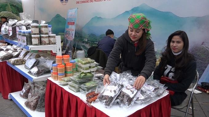 'Vàng xanh', thịt trâu gác bếp Lai Châu đắt khách ở Hà Nội