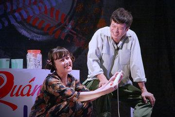 Nghệ sĩ Vân Dung vào vai bà bán nước vô cùng hài hước
