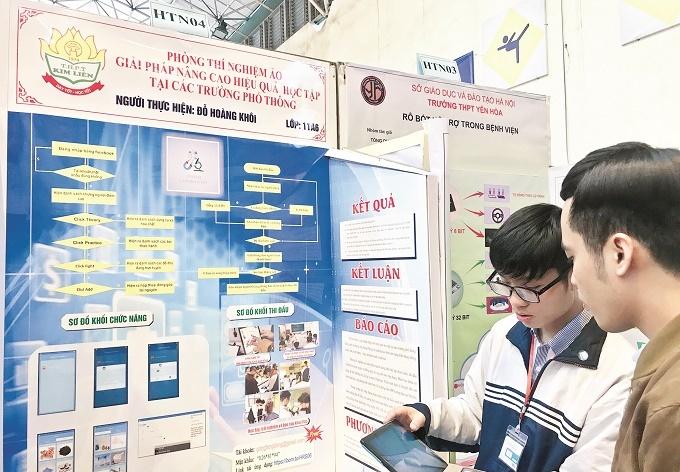 Nam sinh viên Bách Khoa sáng chế phòng thí nghiệm ảo, điều khiển bằng điện thoại