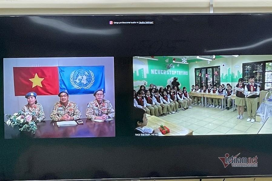 Cuộc gặp bất ngờ của học trò Hà Nội với bác sĩ 'mũ nồi xanh' ở Nam Sudan