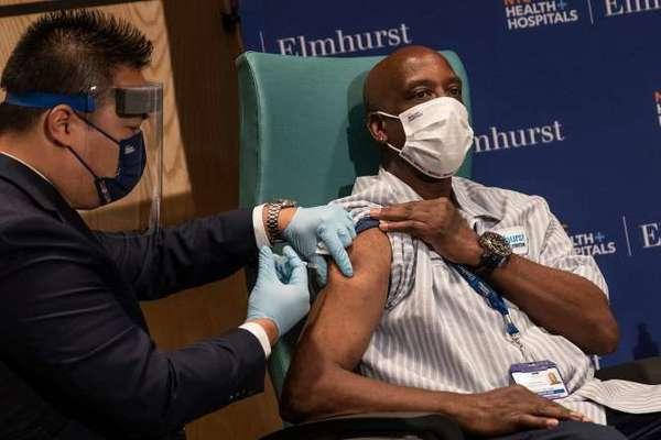 Cuộc chiến khốc liệt giành 'đặc quyền' vắc-xin Covid-19 tại Mỹ