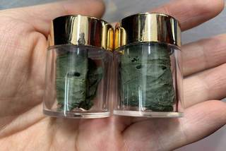 Tiết lộ về loại lá khô đắt đỏ nhất Việt Nam, giá bán cả trăm triệu/kg