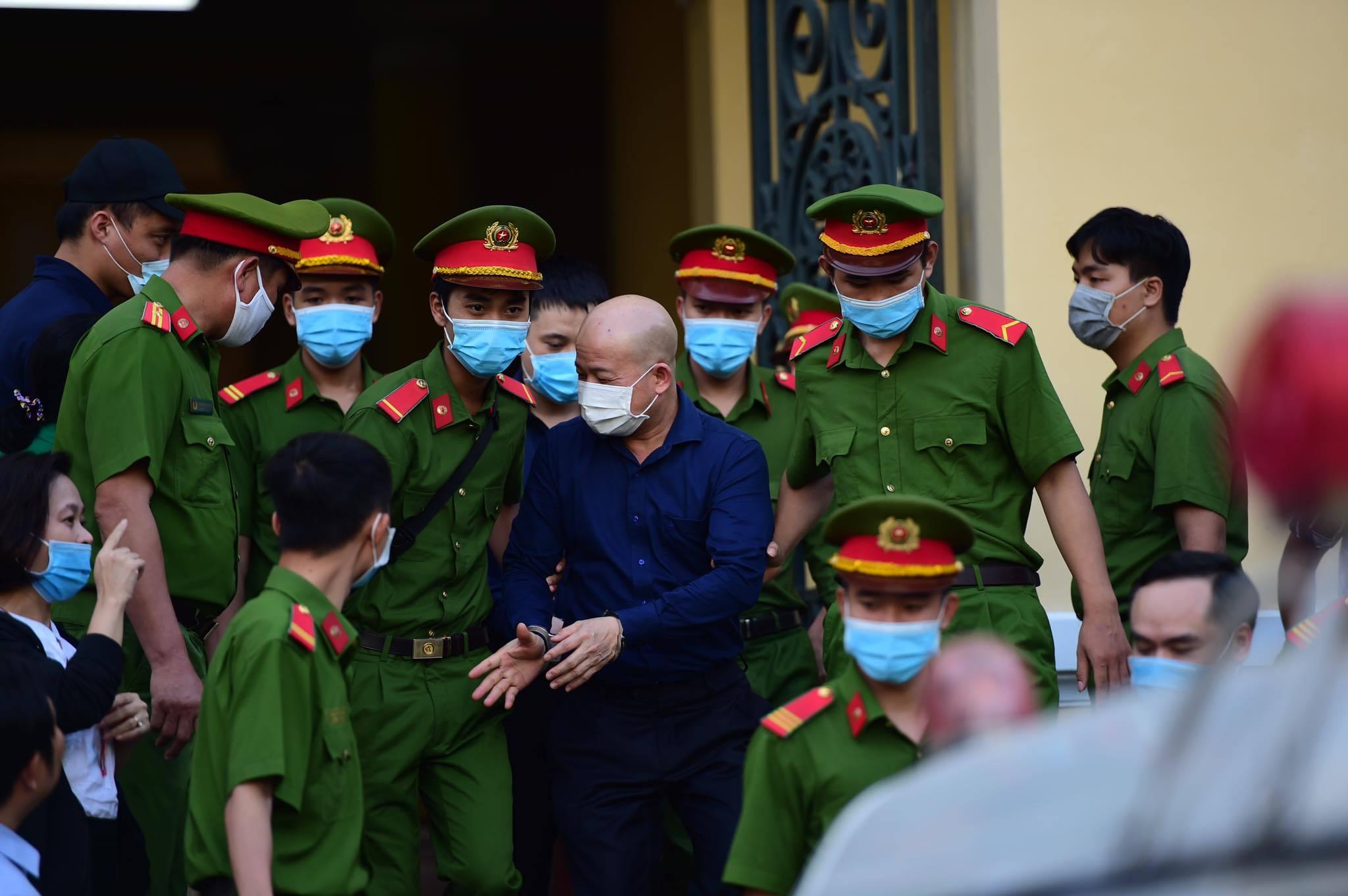 Ông Đinh La Thăng: 'Vi phạm về thủ tục là không thể tránh khỏi'
