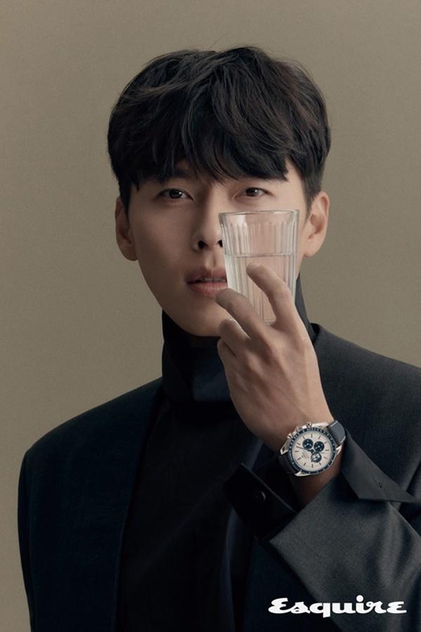 Bộ ảnh mới Hyun Bin lịch lãm, cuốn hút ở tuổi 38
