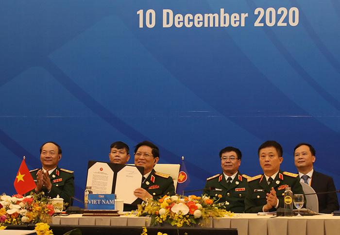 Thượng tướng Nguyễn Chí Vịnh nói về chiến lược quốc phòng trong tình hình mới