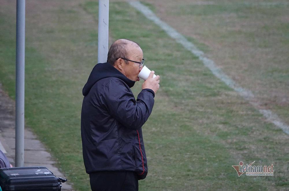 Filip Nguyễn lắc đầu, thầy Park tính gì?