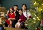 Khánh Thi - Phan Hiển đón Giáng sinh sớm bên 2 con