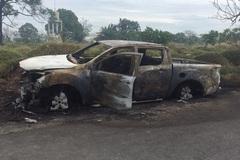 Giận vợ, đưa ô tô ra nghĩa trang đốt cháy đùng đùng