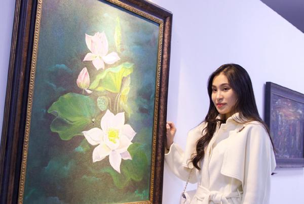Triển lãm tranh 'Chạm' để lan tỏa yêu thương