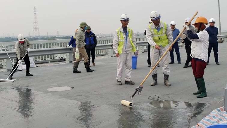 Chuyên gia Nhật tham gia sửa mặt cầu Thăng Long
