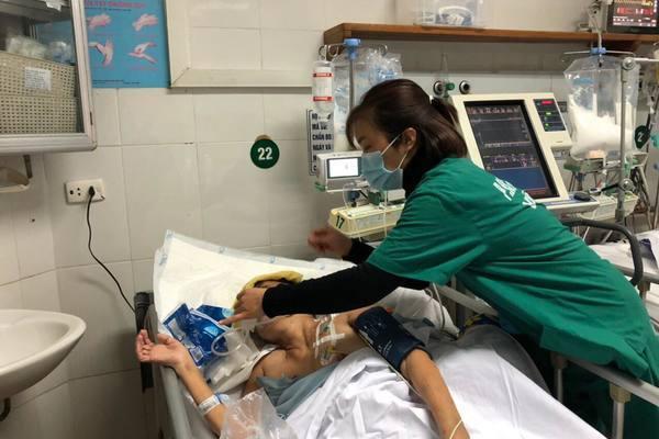 Ngã giàn giáo, người phụ nữ 'trụ cột' bị liệt hoàn toàn