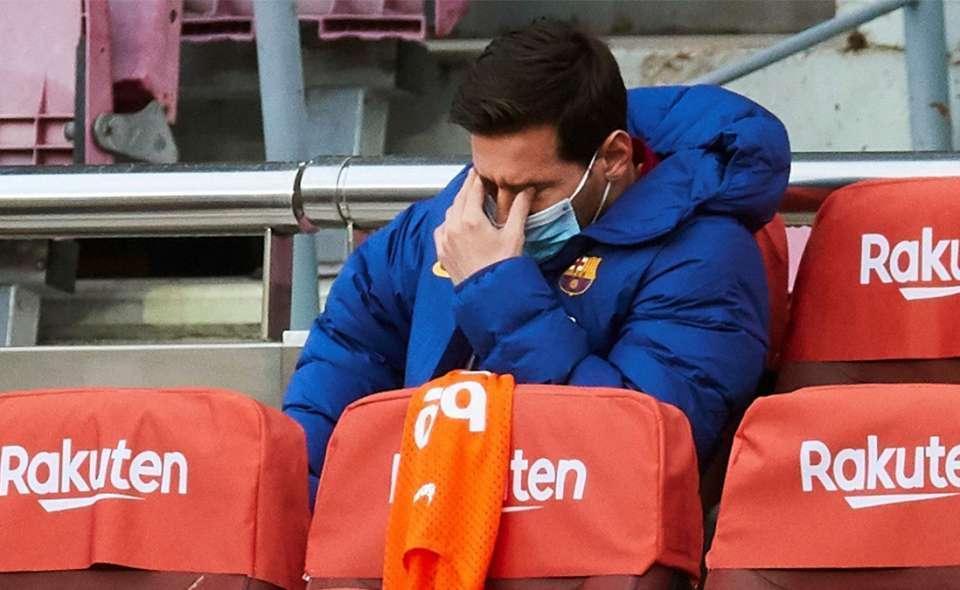 Messi bị 6 đồng đội Barca tránh xa, cho vào 'danh sách đen'