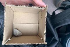 Truy tìm kẻ 'thất đức' độn gạch đá tráo lấy 10 chiếc iPhone