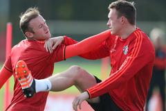 """Rooney giang tay cứu vớt sự nghiệp """"ông kễnh"""" MU"""