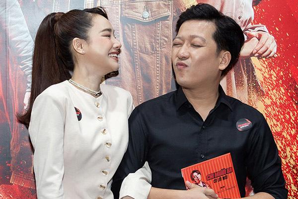 Trường Giang hài hước với Nhã Phương ở thảm đỏ phim 'Chị mười ba' - bongda24h
