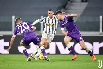 """Ronaldo """"tịt ngòi"""", Juventus thua thảm Fiorentina"""