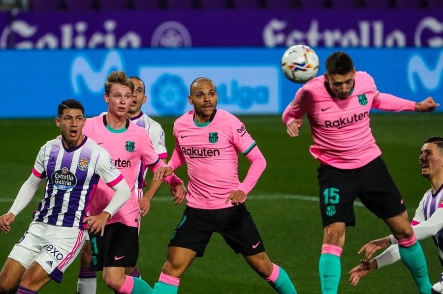 Messi qua mặt 'Vua bóng đá' Pele, Barca bỏ túi 3 điểm