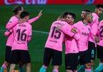 """Messi qua mặt """"Vua bóng đá"""" Pele, Barca bỏ túi 3 điểm"""