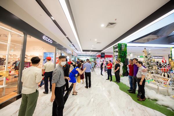 Menas Mall Saigon Airport hút khách ngày mở cửa trở lại