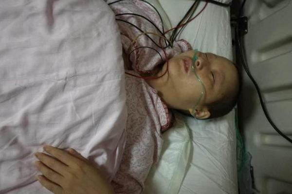 """2 mẹ con tử vong vì bệnh ung thư, bác sĩ nói """"thủ phạm"""" chính là món cháo mà họ ăn hàng ngày"""