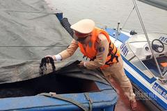 CSGT bắt tàu chở 400 tấn than không hóa đơn trên sông Hồng