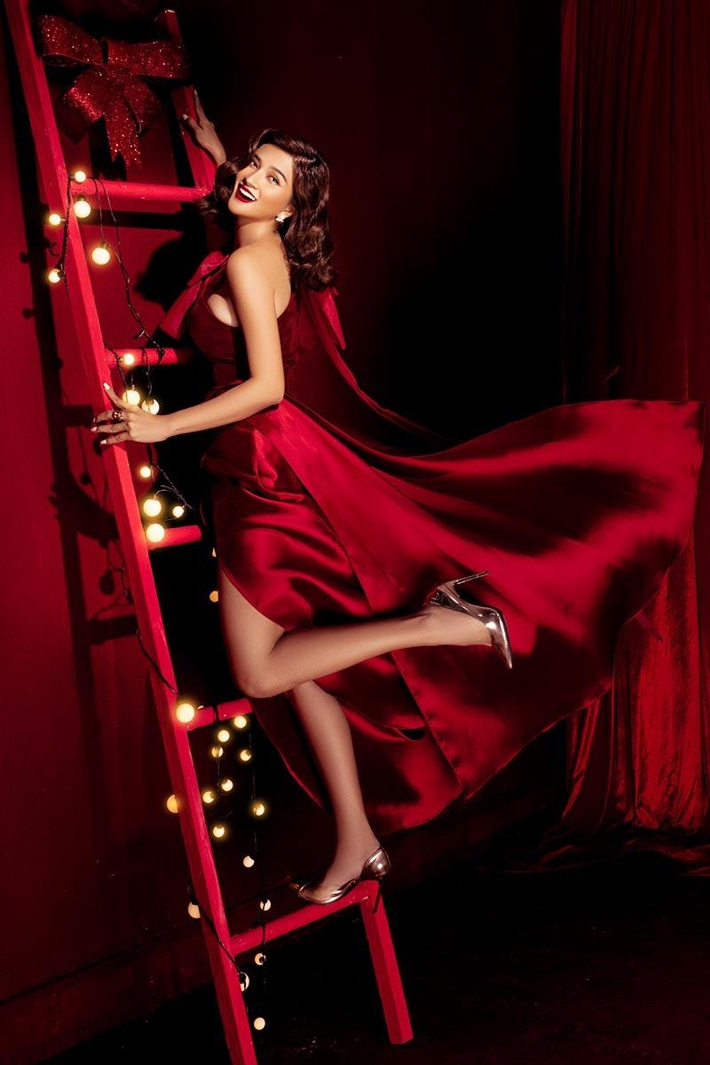 Kim Tuyến đẹp cuốn hút đón Giáng sinh