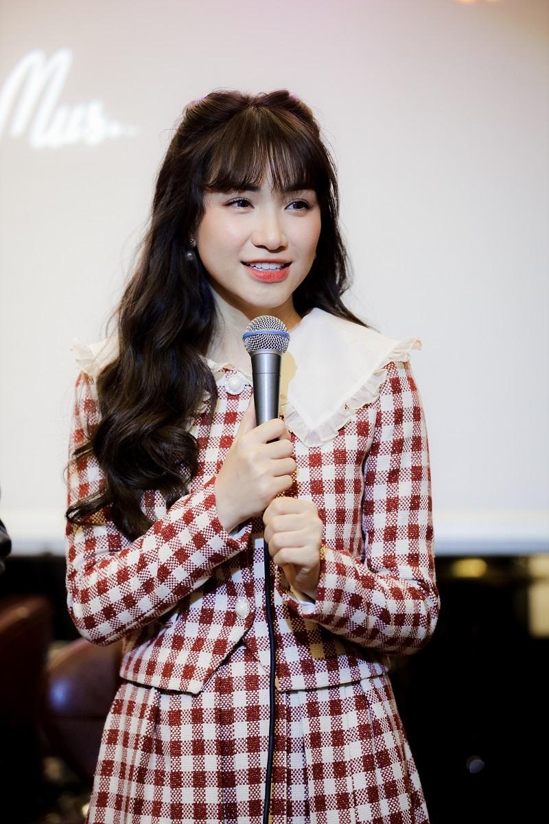 Hòa Minzy: 'Nếu hát nhạc trẻ hết hot, tôi sẽ chuyển sang Bolero'