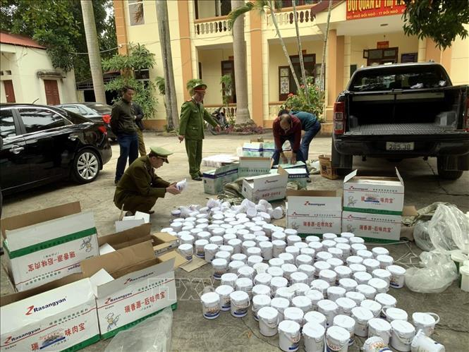 Phát hiện 440 hộp phụ gia thực phẩm không rõ nguồn gốc, xuất xứ