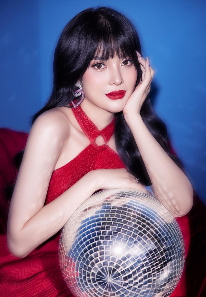 'Ngọc nữ Bolero' Lily Chen quyến rũ trong bộ ảnh đón Noel