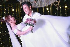 Lễ cưới lãng mạn của Quý Bình và bà xã doanh nhân ở Phú Quốc