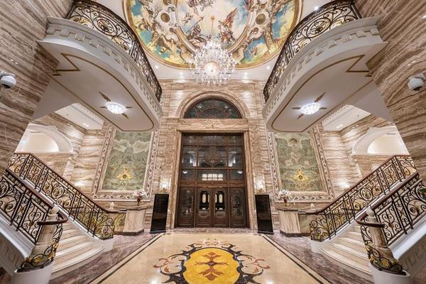 Cuộc sống giàu vận khí trong kiệt tác cung điện đá D'. Palais Louis