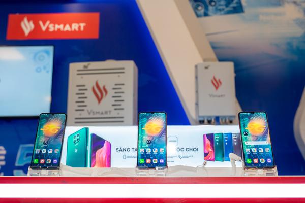 Người dùng háo hức trải nghiệm điện thoại Vsmart 5G 'Make in Vietnam'