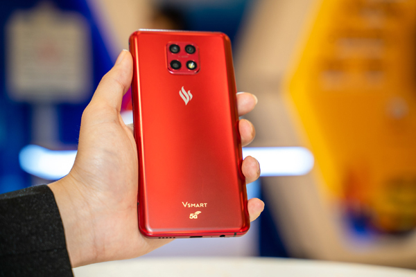 Users are eager to experience the Vsmart 5G phone 'Make in Vietnam'