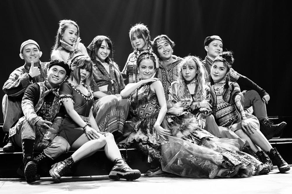 Hoàng Thùy Linh, Binz hát sân khấu thực tế ảo đón năm mới