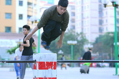 Street workout attracts young people in HCM City