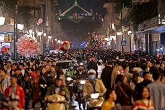 Đêm Noel đông như nêm, ùn tắc khắp phố cổ, Nhà thờ Lớn