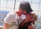 Chris Hemsworth hôn vợ hơn 7 tuổi gây bão mạng